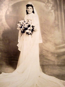 Typical 1940s Theme Wedding Dress with Bouquet