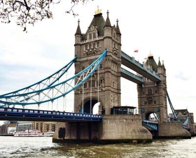 Fabulous Honeymoon in London Viewing the London Bridge