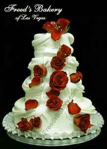 Christmas wedding cake is a stunning decoration idea