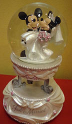 Disney wedding theme of Mickey and Minnie snowglobe