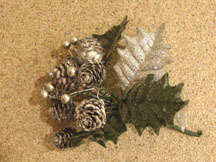 Easy Christmas Centerpiece with ribbons and pinecones