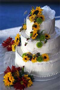 Cheap beautiful summer wedding cake ideas with sunflowers
