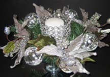 Christmas centerpiece ideas with candle and flowers