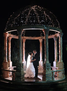 Wedding photo ideas in a gazebo