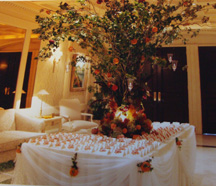 Beautiful wedding reception idea to decorate with placecards and centerpieces
