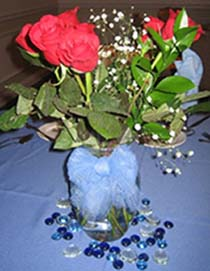 Cheap Centerpieces in a vase with flowers and tulle