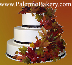 Fall wedding ideas of wedding cake with fall leaves