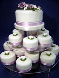 Wedding cupcakes are a great wedding cake idea