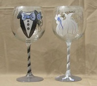 Engraved glasses for the bride and groom