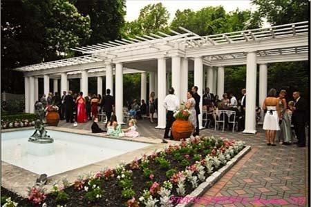 Unique outdoor wedding ideas with a fountain