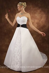 Wedding dress with color around the waist