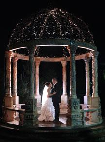 Wedding photo ideas in a gazebo