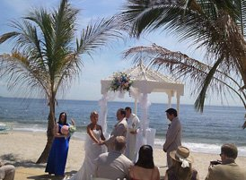Bride and Groom Ceremony Picture for Beach Wedding Ideas