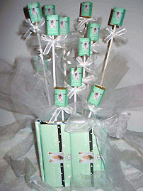 cheap wedding favor ideas candy on sticks in a vase