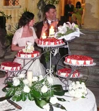 Picture of  individual cakes creating a fabulous bridal cake