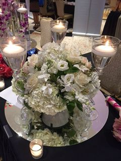 Monochromatic lWedding Centerpiece Ideas